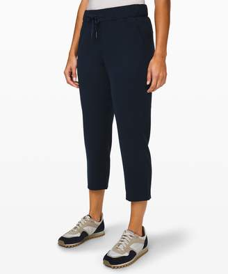 """Lululemon On the Fly Crop 23"""" *Woven Online Only"""
