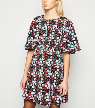 New Look AX Paris Floral Flutter Sleeve Dress