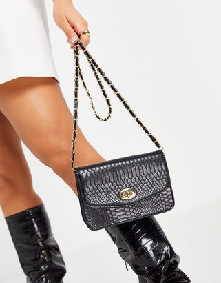 Truffle Collection shoulder bag with chain strap and hardware in black