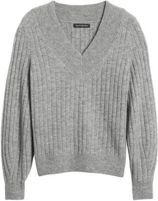 Banana Republic Petite Aire Ribbed V-Neck Sweater