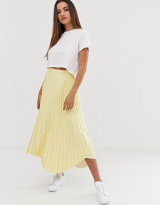 Asos Design DESIGN pleated midi skirt in vinyl with waved hem-Yellow