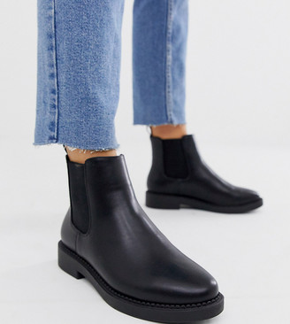 Asos Design DESIGN Wide Fit Auto chunky chelsea boots in black