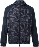 Armani Jeans camouflage print windbreaker - men - Polyester - 54