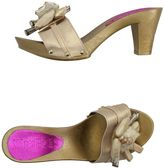 SAVE THE QUEEN! SUN Mules