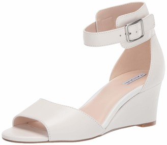 Tahari Womens Pacen Wedge Sandal Cream Leather 5.5 M