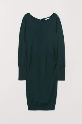 H&M MAMA Fine-knit dress