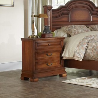 Minick Wood Products 3 Drawer Bachelor's Chest Minick Wood Products