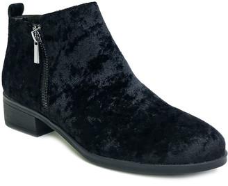 Bamboo Women's Casual boots BLACK - Black Velvet Saber Ankle Boot - Women