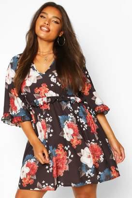 boohoo Plus Ruffle Plunge Woven Floral Smock Dress