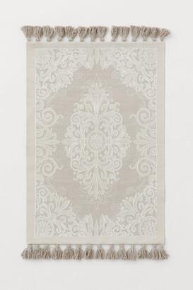 H&M Small Tasseled Cotton Rug