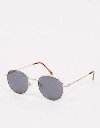 A. J. Morgan AJ Morgan Patterson Park round sunglasses in black and gold