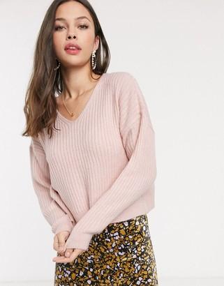 New Look v neck cropped jumper in light pink-Tan