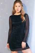 Kimchi & Blue Kimchi Blue Claudia Crinkle Shimmer Long-Sleeve Dress