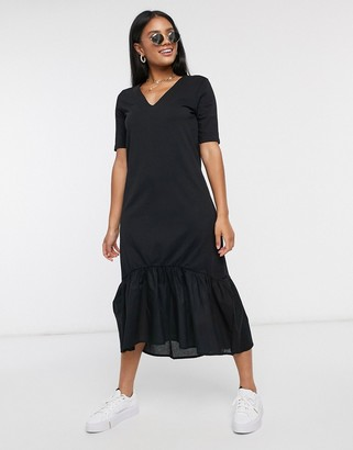 JDY midi dress with v neck in black
