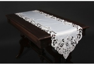 Manor Luxe Delicate Lace Embroidered Cutwork Table Runner