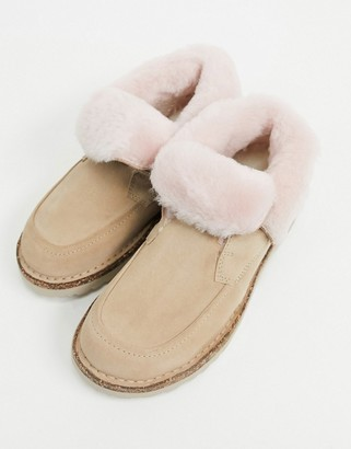 Birkenstock Bakki ankle boots in taupe with pink fur lining