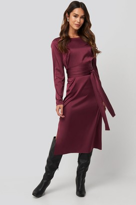 NA-KD Belted Satin Midi Dress Black