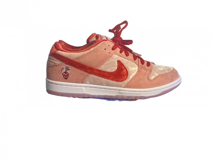 Nike SB Dunk Pink Suede Trainers
