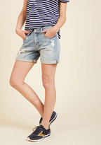Pull the Rugged Out Shorts in Light Wash in XS