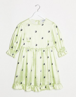 Vintage Supply relaxed smock dress with puff sleeves in yin yang print satin