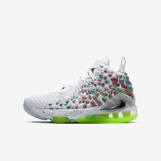Nike Big Kids' Basketball Shoe LeBron 17