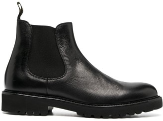 Doucal's low-ankle Chelsea boots