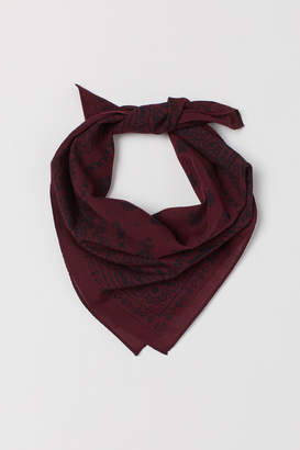 H&M Paisley-patterned scarf