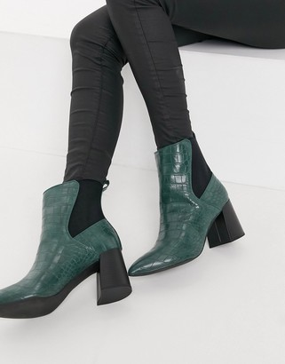 London Rebel pointed chelsea boots in green croc