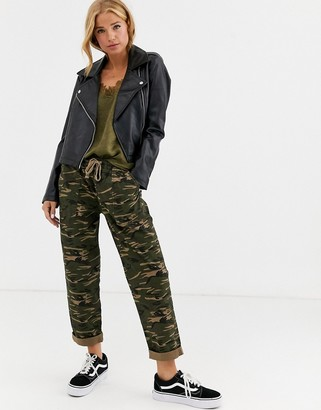 Cotton On Cotton:On rolled hem chino trousers in camo print-Green