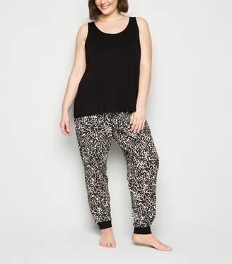 New Look Curves Leopard Print Pyjama Set