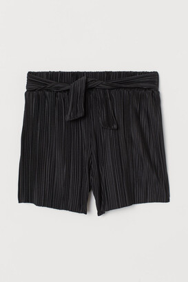 H&M Pleated shorts