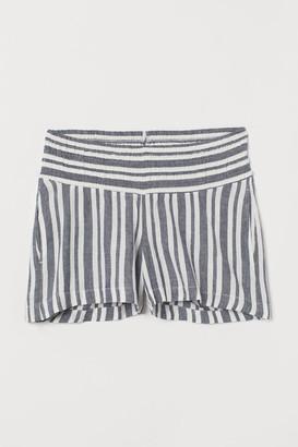 H&M MAMA Shorts with smocking