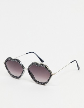 A. J. Morgan AJ Morgan lip sunglasses in black glitter