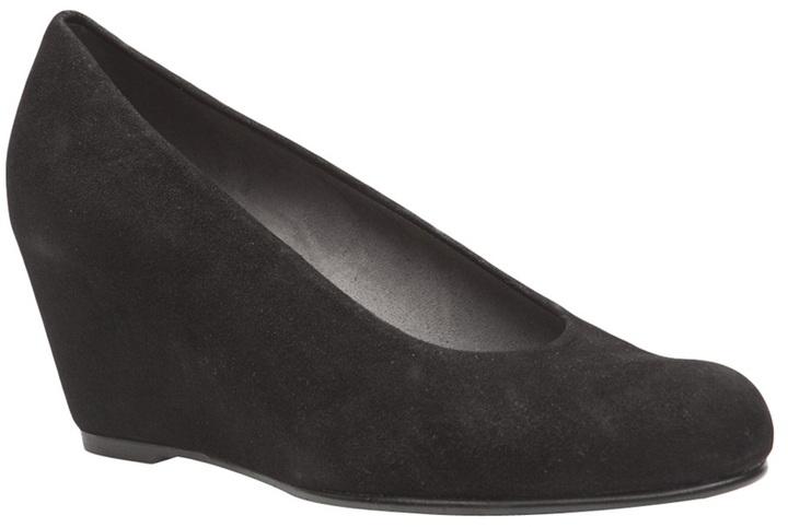 Stuart Weitzman Comodo shoe