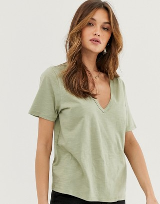 Asos Design DESIGN t-shirt in slubby jersey with v-neck in khaki-Green
