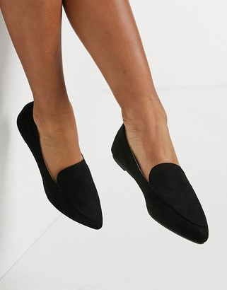 Qupid pointed loafers in black