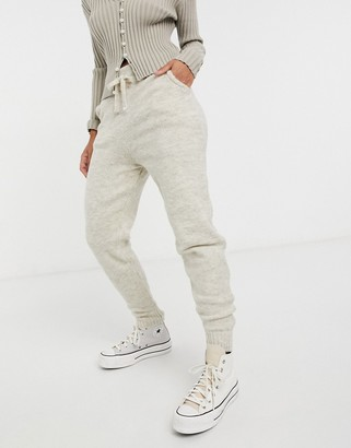 New Look knitted jogger co-ord in oatmeal
