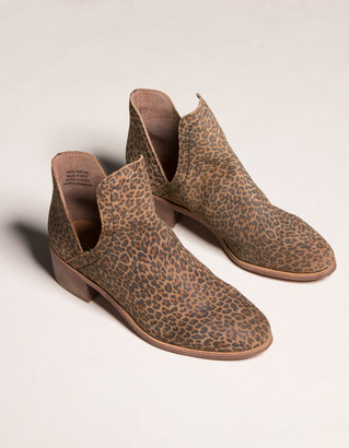 COCONUTS Rapid Chop Out Leopard Womens Booties
