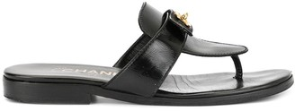 Chanel Pre-Owned 94305 black patent leather