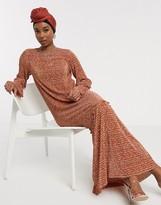 Asos Design DESIGN plisse maxi dress in rust ditsy print with pep hem
