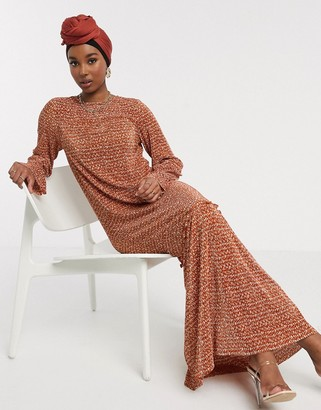 ASOS DESIGN plisse maxi dress in rust ditsy print with pep hem