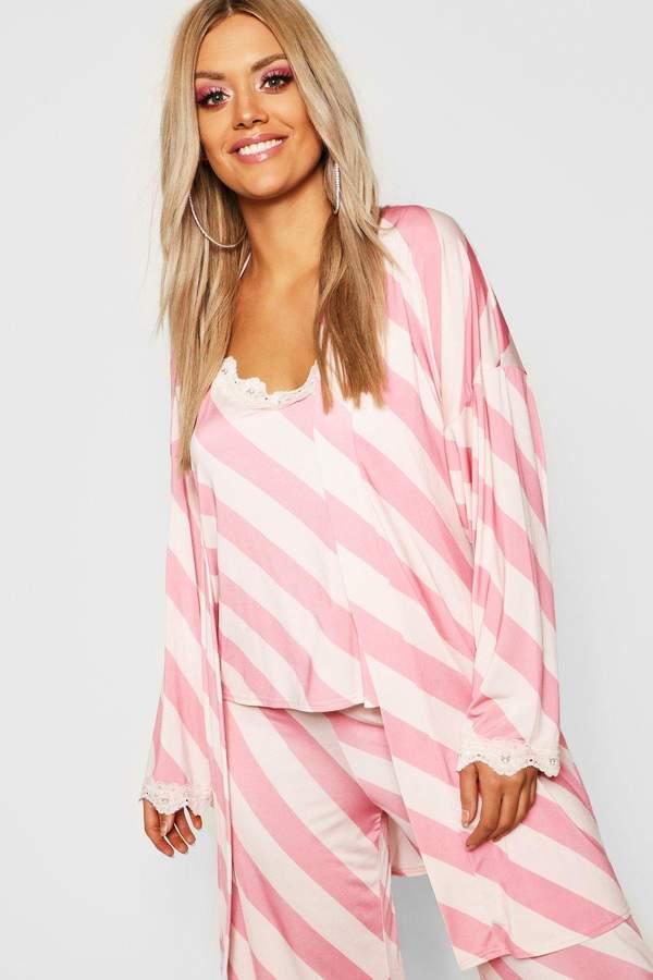 boohoo Gemma Collins Short Lace Trim Robe