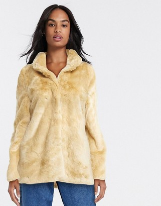Vero Moda short faux fur coat in fawn