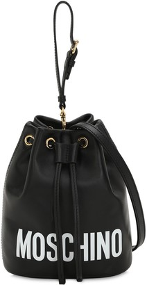 Moschino LOGO PRINTED LEATHER BUCKET BAG