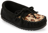 Minnetonka Kids Girls) Black Leopard Print Calf Hair Moccasins