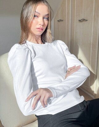 Pieces top with puff sleeves in white