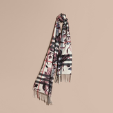 Burberry The Classic Cashmere Scarf in Check with Peony Rose Print