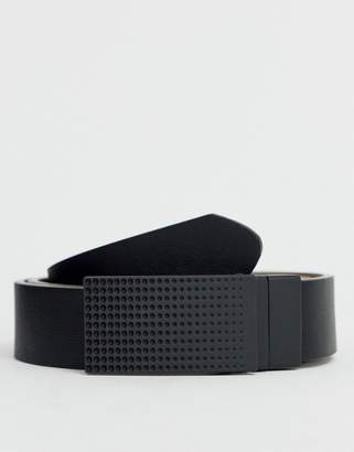 Asos Design DESIGN faux leather slim reversible belt in black and tan with matte black plate buckle