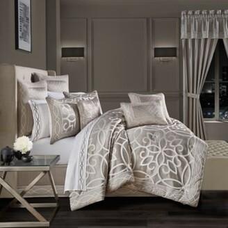 J Queen New York Deco 4-Piece Queen Comforter Set in Silver