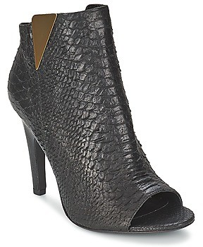 VIC CARVI women's Low Ankle Boots in Black